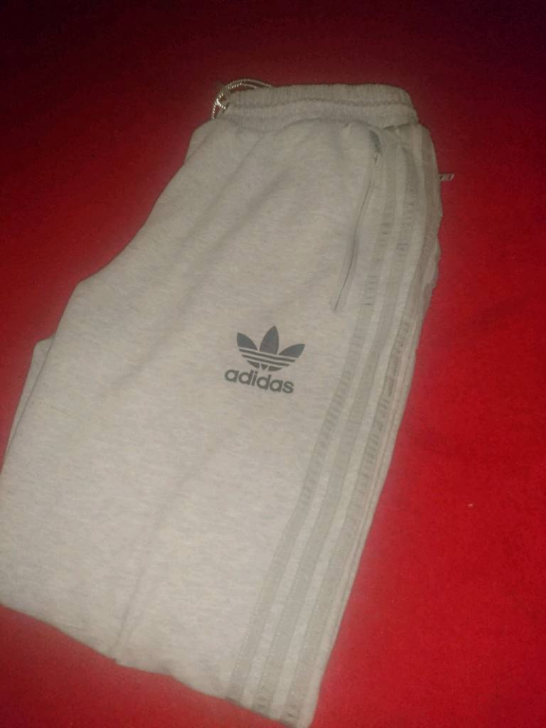 84df4489 What Shirt Should I Wear With Adidas Sweatpants