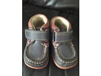 Girl boots size 4g