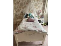 Good condition Toulouse Ivory bedroom set
