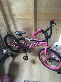 Girls 20 inch bmx bike unused condition with 360 handlebars and tricknuts