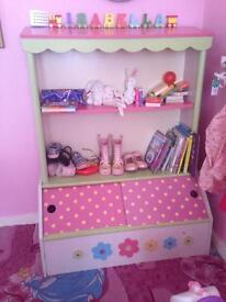 Pink cupboard/bookcase shelves