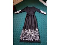 Women's Black and white pattern long dress. Asian size XL