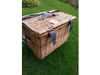 Joules quality picnic Hamper for 4 people