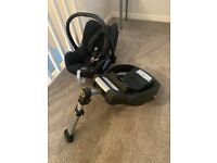 Maxi Cosi Pebble Baby Carrier and Isofix Base
