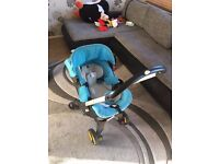 Doona pram/ car seat 2 in 1 with newborn insert and raincover **can post**