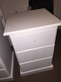 2 x bedside cabinets/chest of draws