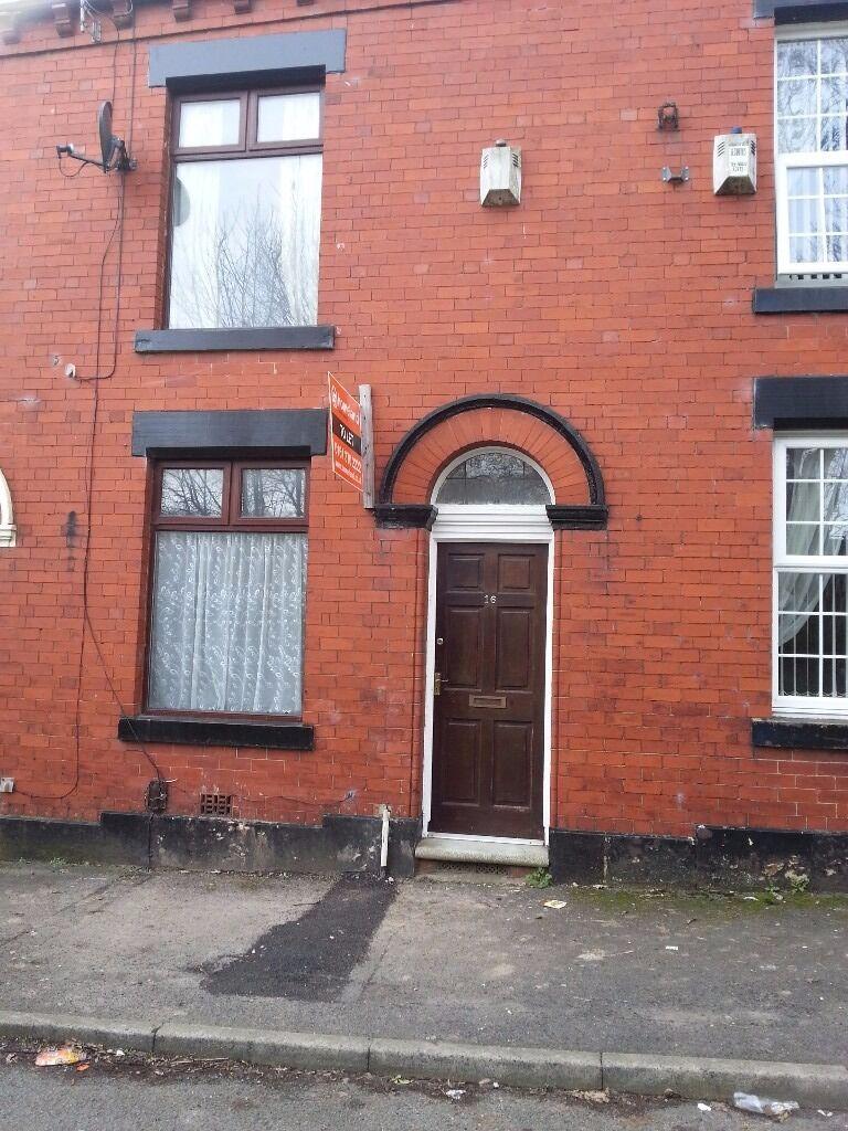 16 Letham Street, Oldham, 2 bedroom mid terrace