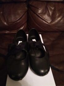 Tappers and Pointers size 9 black tap shoes