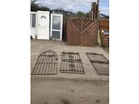 Metal side gates
