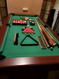 pool table with all accessories & lid