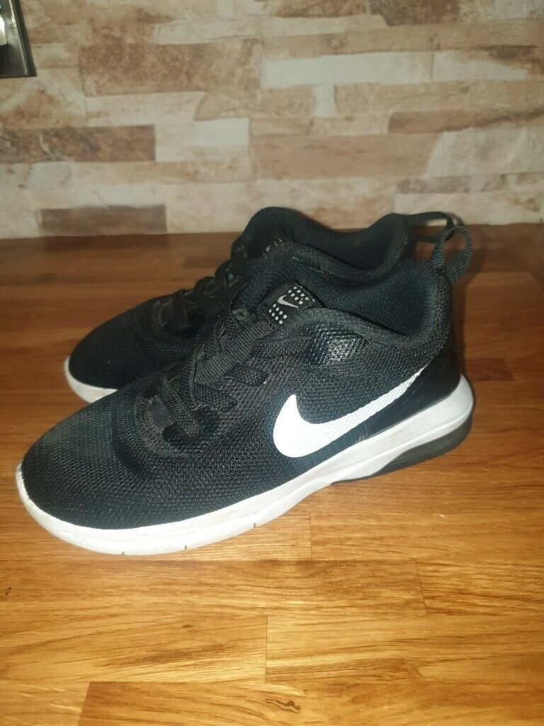 69eb67bb55 Kids unisex black and white nike air trainers size uk 9.5 | in ...
