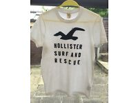 Hollister Tee-Shirt in white - size small