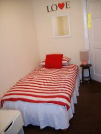 Room to let within a shared flat £300 /mnth gas & Elect bills excluded, all other bills included.