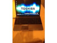 TOSHIBA C870-156, 17.3 led screen. IMMACULATE.