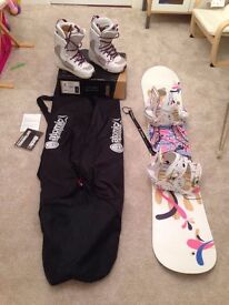 Atomic 144cm TIKKA Snowboard, Atomic Freestyle bindings, Size5 Affinity Boots and travel bag