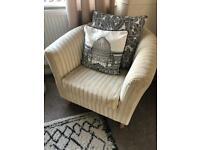 Cosy bucket velvet arm chair