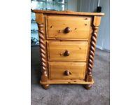 Pine 3-drawer Bedside cabinet