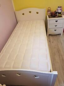 Single bed and drawers