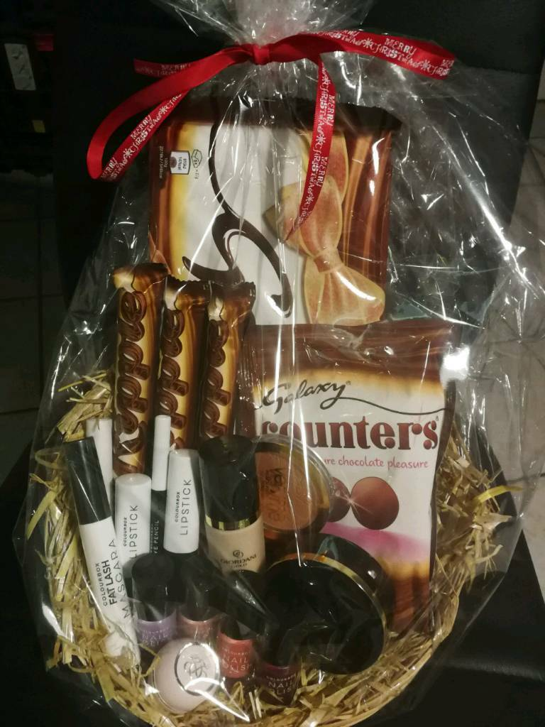 Christmas chocolate galaxy make up hamper
