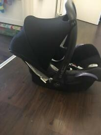 Maxi cosi car seat and easy fix base, plus maxi cosi rain cover