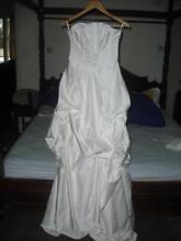 Deb wedding dress with veil & faux fur Moe Latrobe Valley Preview