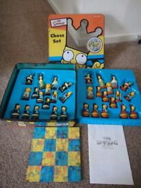 Simpsons chess set in tin, excellent condition