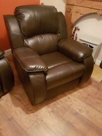 Recliners 3,2 and chair all excellent condition