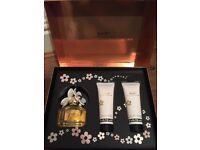 Marc Jacobs Daisy 50ml Gift Set With 75ml Luminous Body Lotion And 75ml Bubbly Shower gel