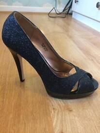 Black sparkly shoes SIZE 6