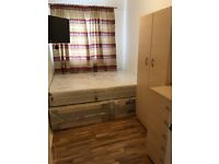 Single room to rent in Roehampton , Putney