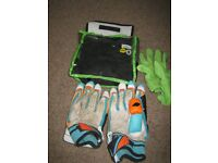 Kookaburra Kahuna Pro RH batting gloves and inners