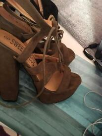 Miss Pap Chunk Heel Size 4