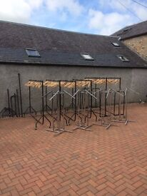 6x wheeled clothing racks with 116 wooden hangers + spare parts AND 4x waterfall clothing racks
