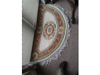 Semi-circular woollen rug