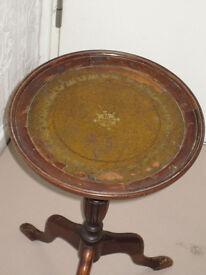 Vintage mahogany Coffee / Wine / Side / Lamp Table on three legs