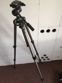 Velbon Sherpa 250R 3-Section Tripod - Like new!
