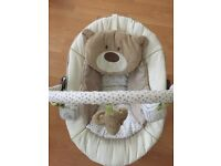 Beautiful baby bouncer that has vibration/music/white noise options and newborn head rest