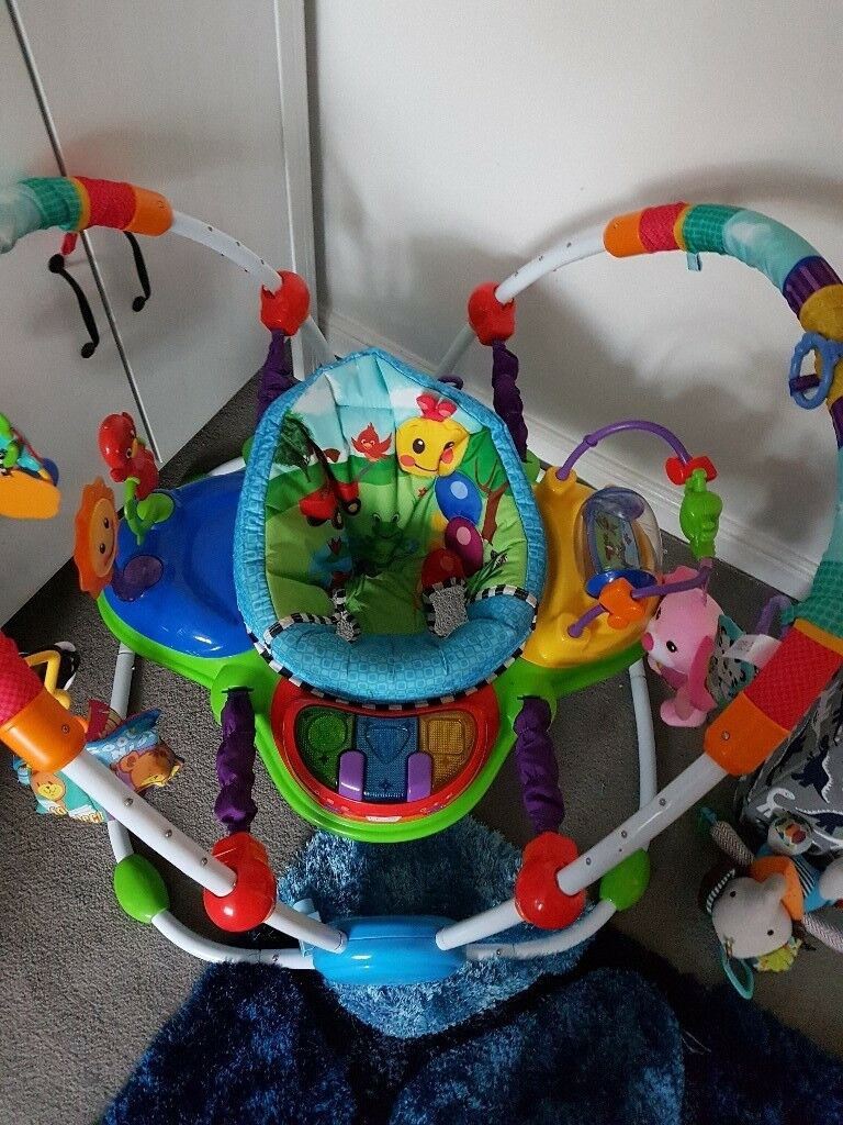 Baby Einstein Junperoo. Seat spins 360°. 5 adjustable heights. Seat can also be locked into position