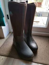 Size 7 Ladies Original muck boots