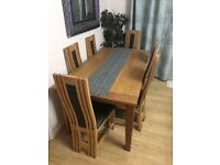 Beautiful extandable dining table and 6 chairs