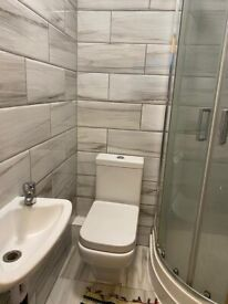 LARGE DOUBLE ROOM AVAILABLE-KINGSLAND ROAD