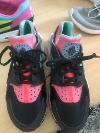 4bc936653b469 Nike Huarache size 5 never worn