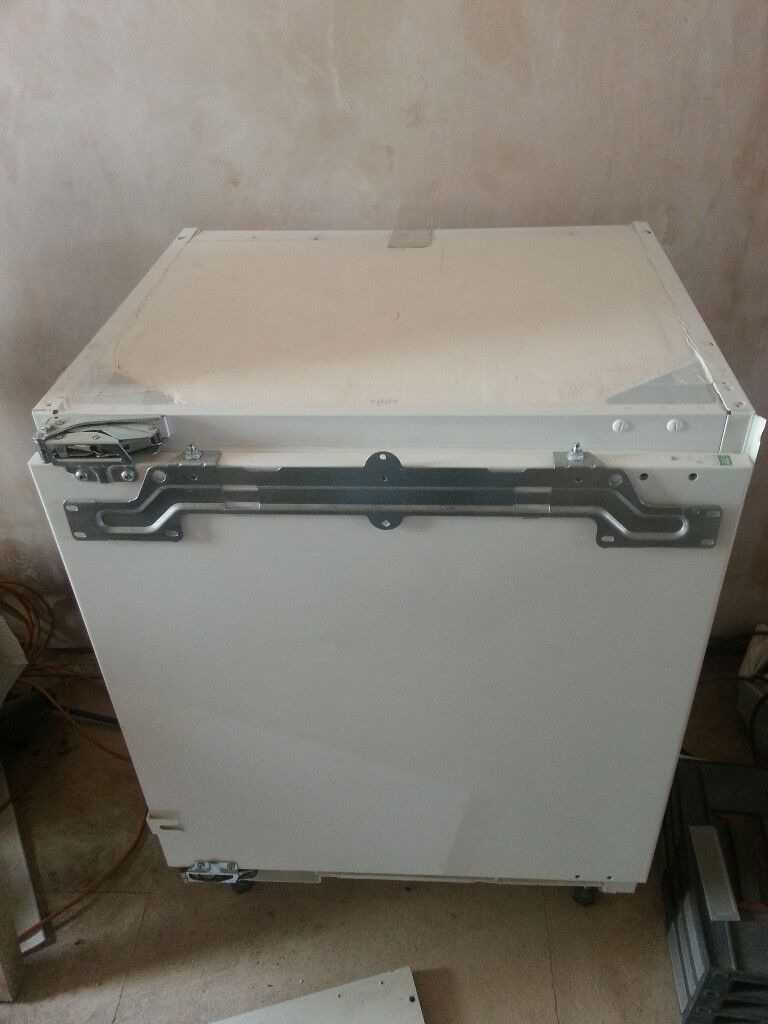 Electrolux under counter/integrated fridge ERY1401AOW