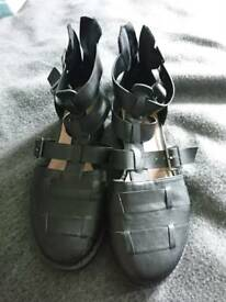 Ladies black size 7 sandals