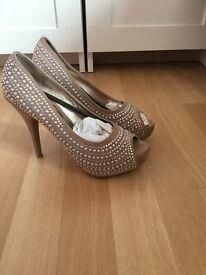 Pearl and rhinestone heels size 5