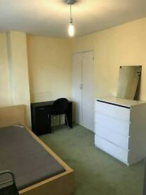 1 double bedroom. Located by the harbour & centre