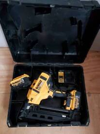 Dewalt DCN660P2 18V Brushless second fix pin gun
