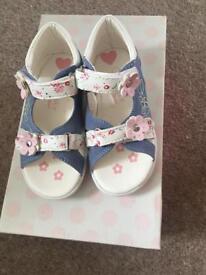 Sandals-girls-size 7