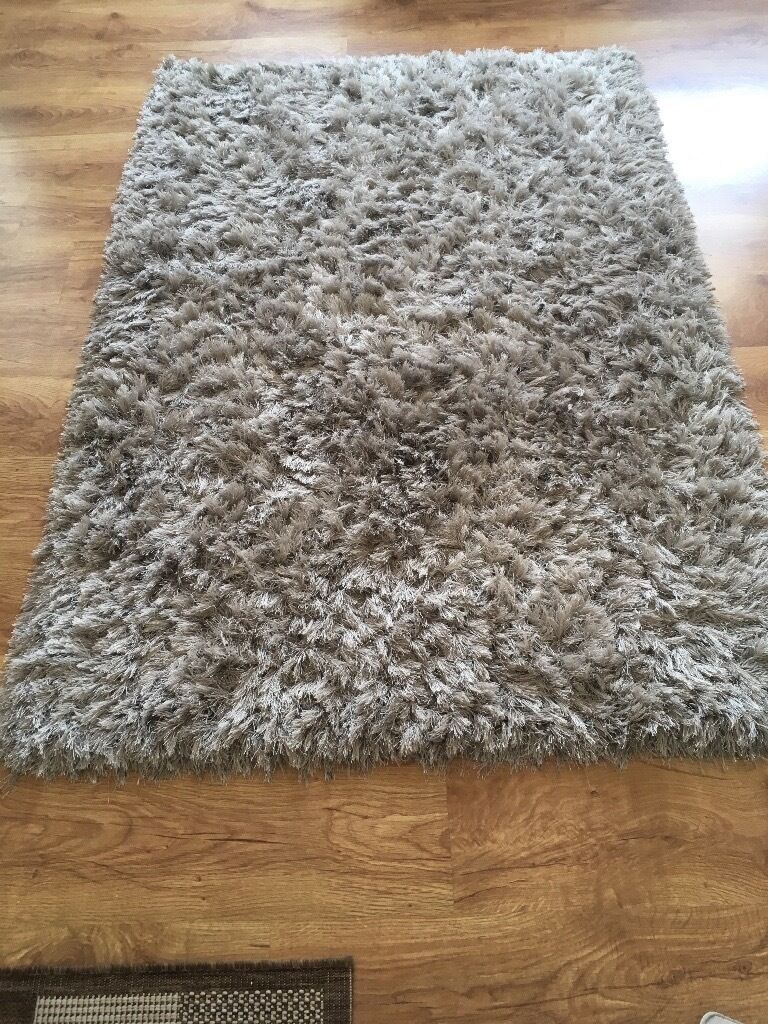 Nice grey rug...112x225 (more or less)