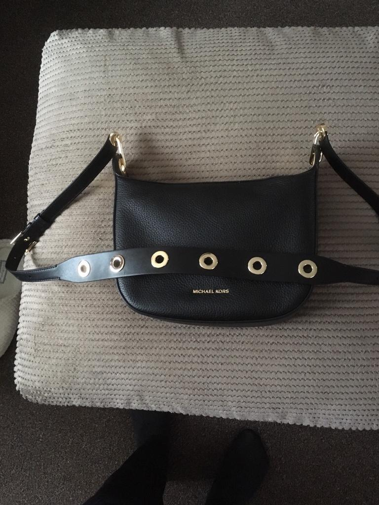5f4b84ae3901 Barlow Michael kors Medium Pebbled Leather Messenger
